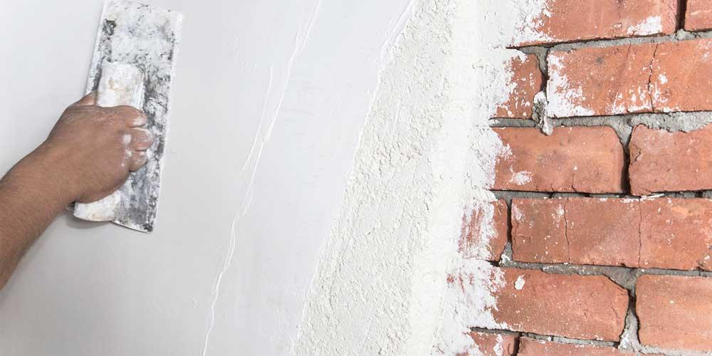 aplicarea tencuielii pe pereti si ziduri