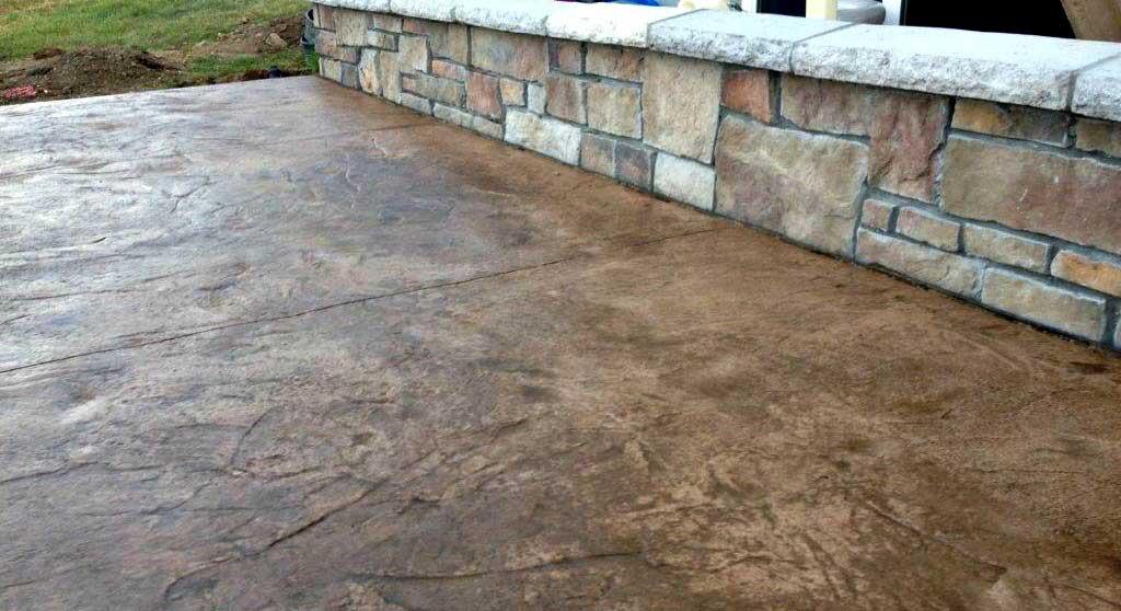 beton amprentat colorat la suprafata cu colorant intaritor de tip praf