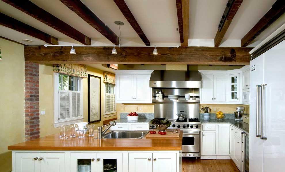 tavan decorativ cu grinzi de lemn
