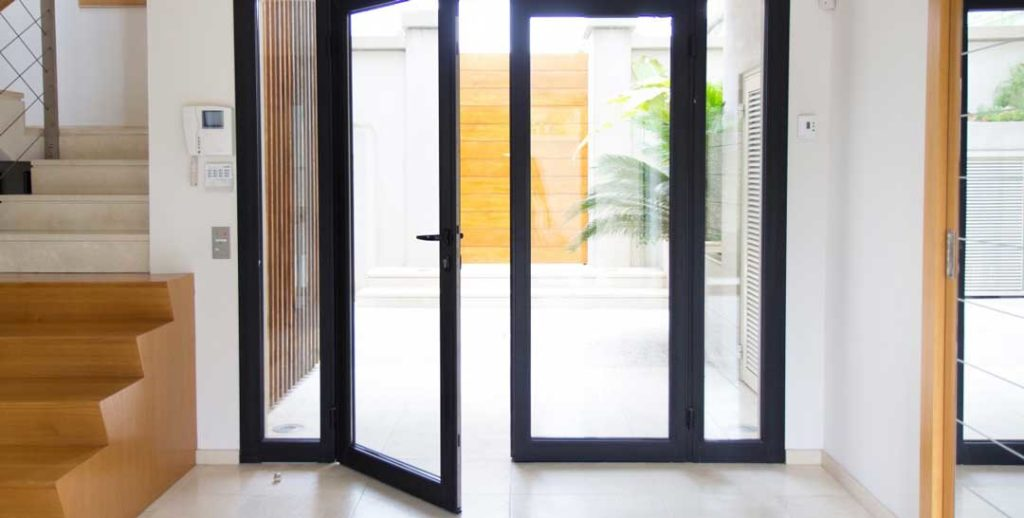 usa din aluminiu vitrata pentru interior