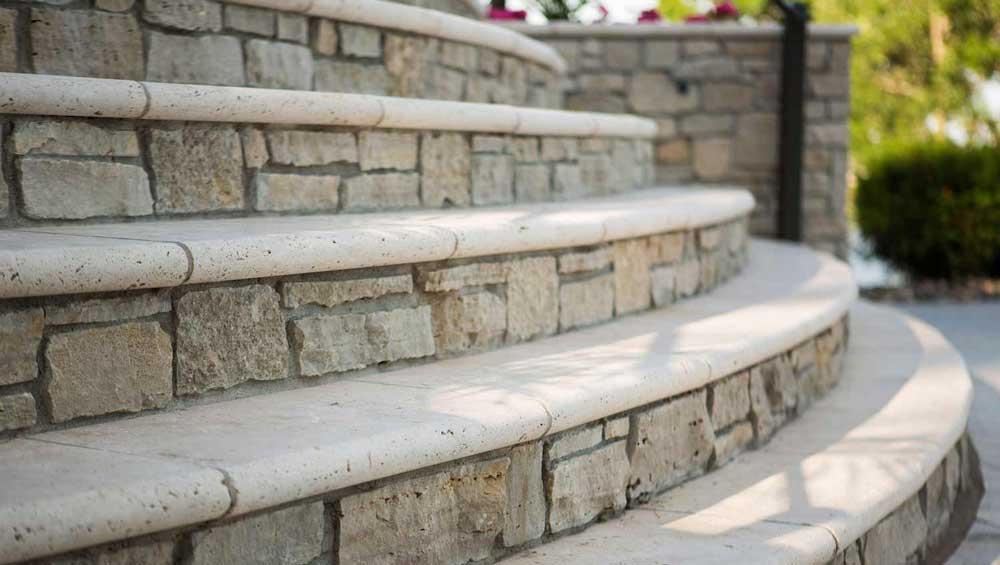 scara din beton imbracata cu piatra naturala