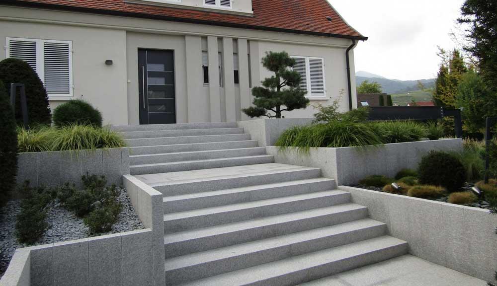 scari din beton turnat la exterior pentru intrare in casa