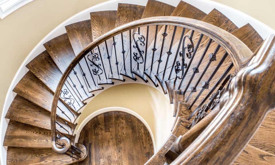 scara spirala lemn si fier forjat