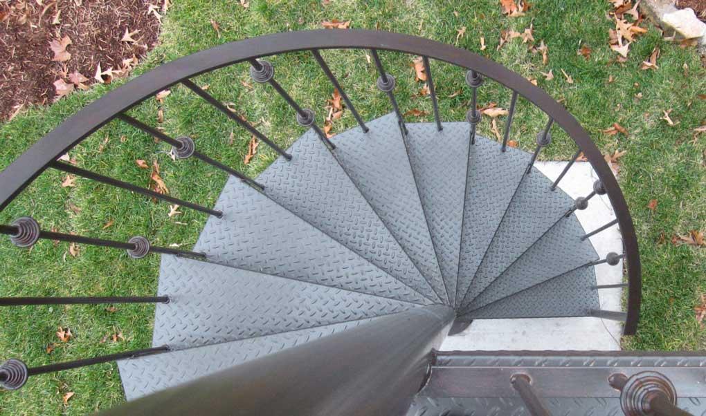 scara spirala din metal