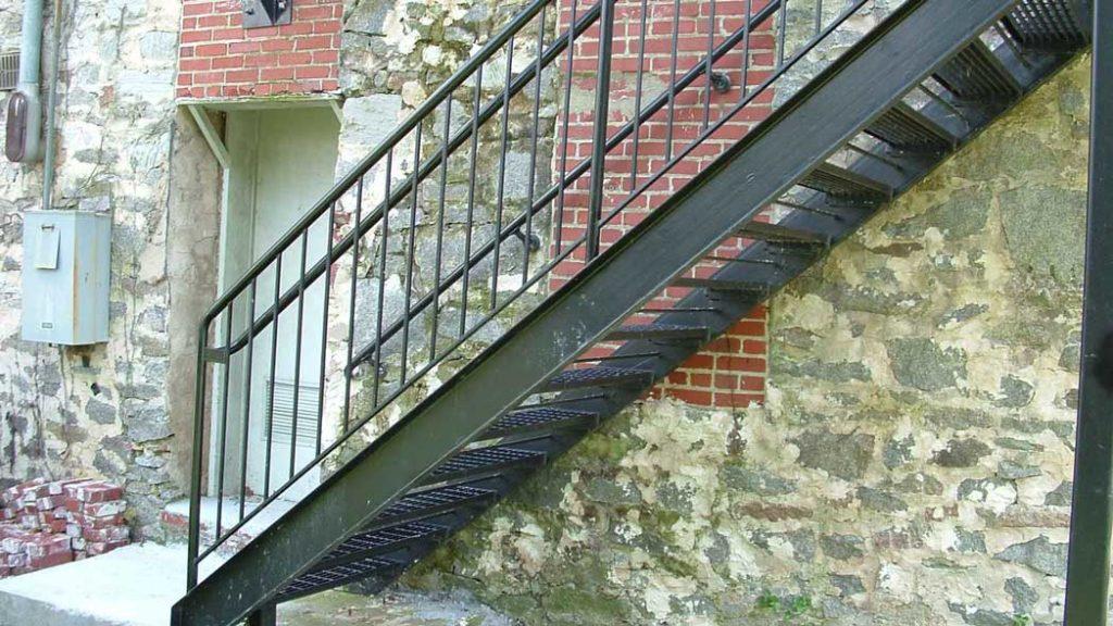 scari exterioare metal