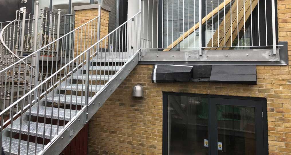 scari metalice exterioare
