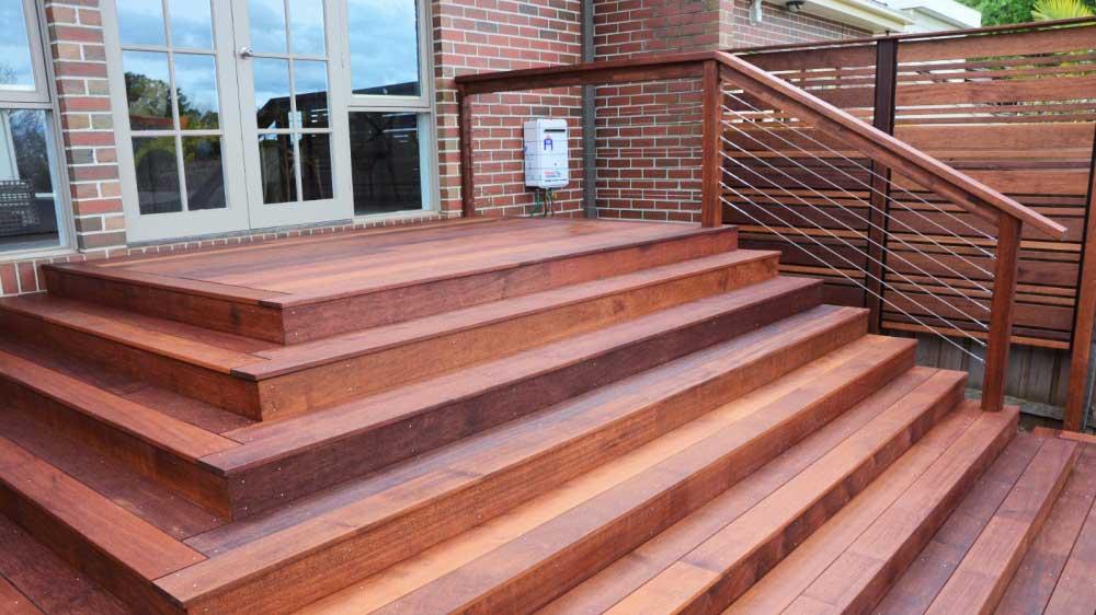 tratare scari din lemn pentru exterior