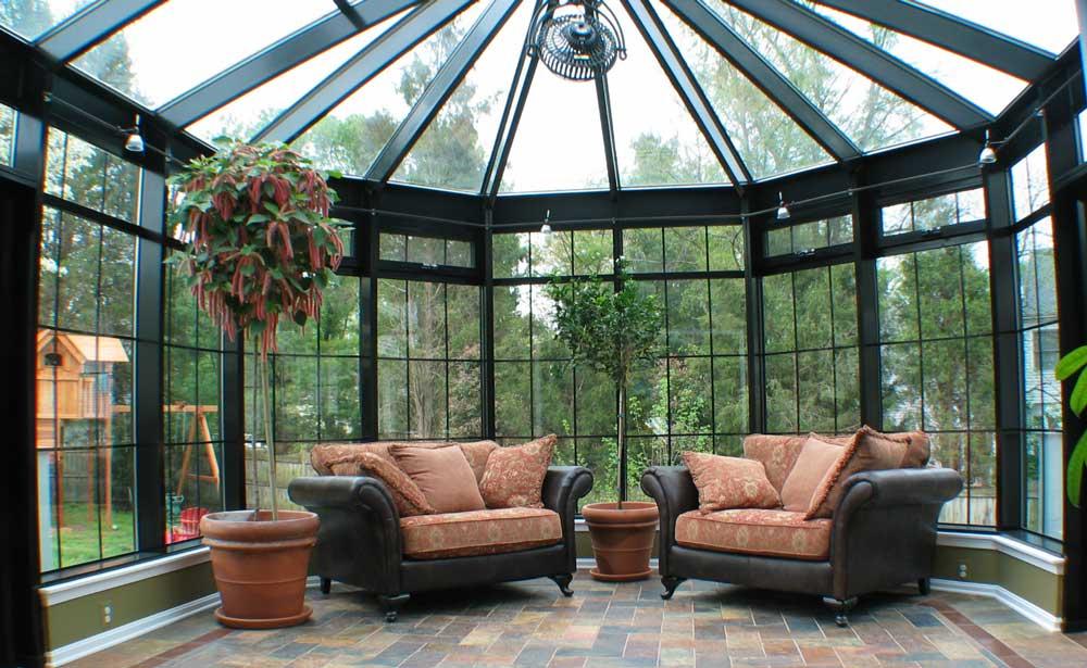 veranda inchisa cu acoperis din sticla