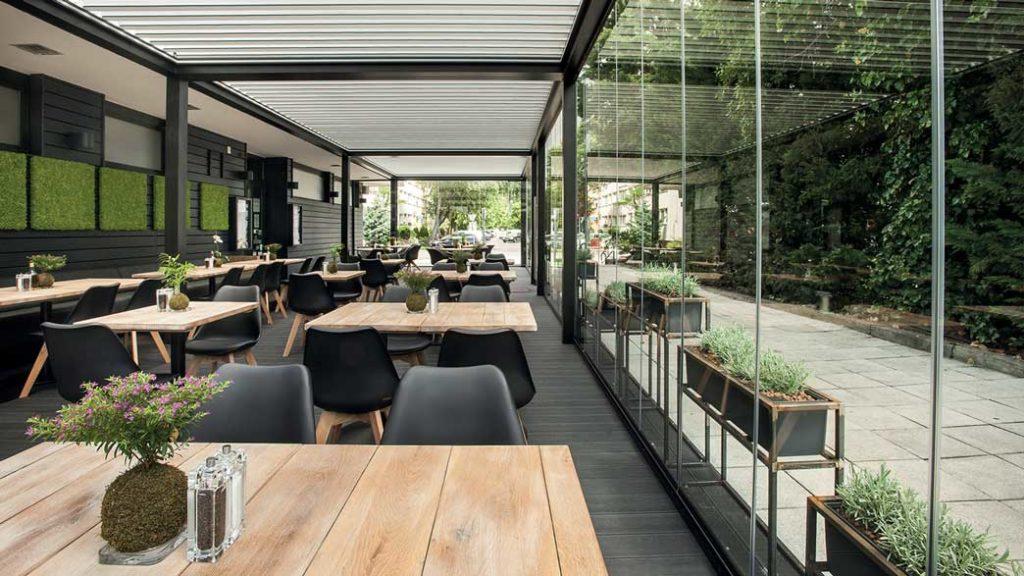 pergole retractabile pentru terasa restaurant