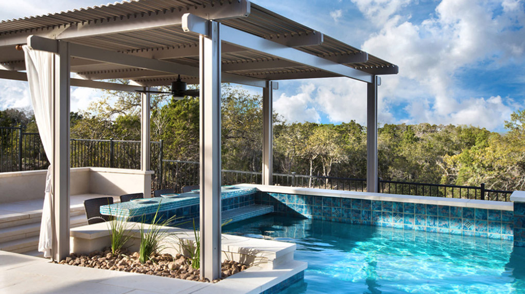 pergola peste piscina exterioara