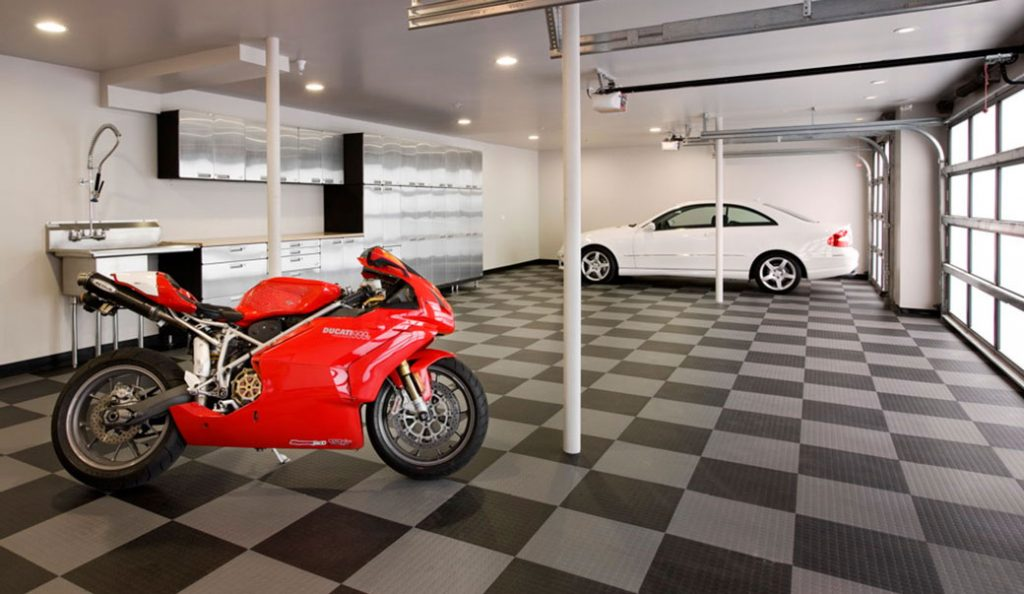 amenajare garaj casa pentru masina si motocicleta