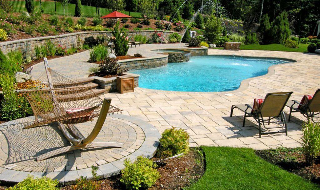 amenajare curte cu piscina