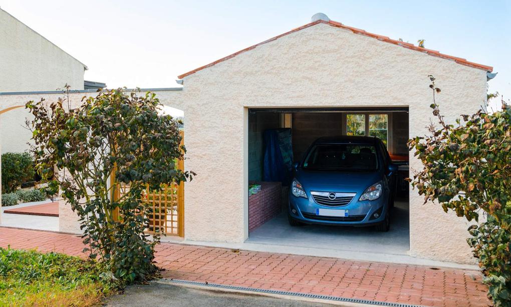 garaj independent cu cadre de beton