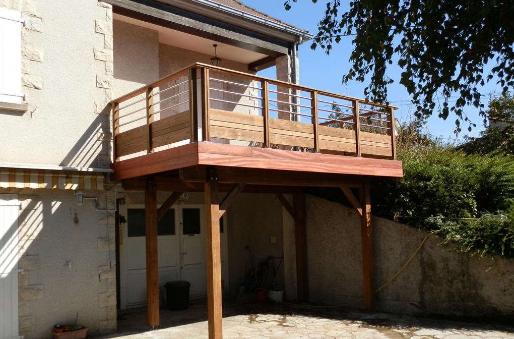 balcon pentru casa din lemn