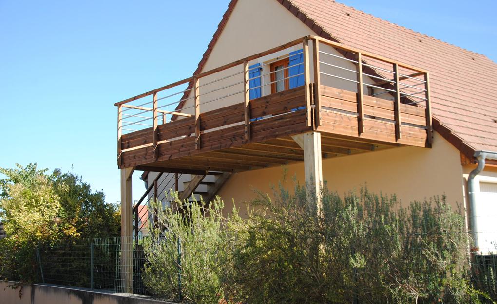 balcon tip terasa din lemn