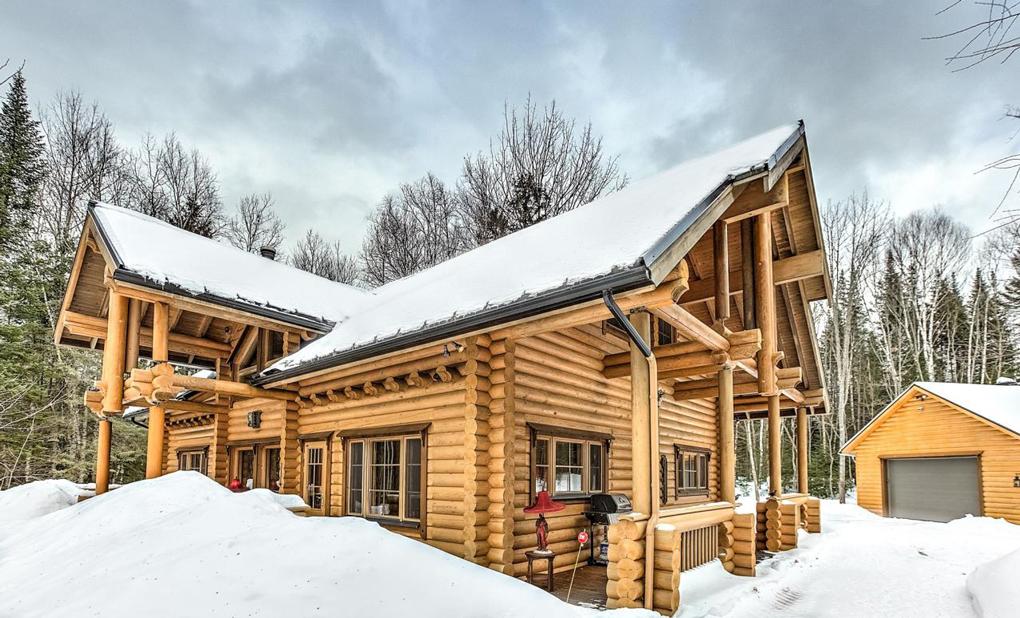 cabane construite din lemn
