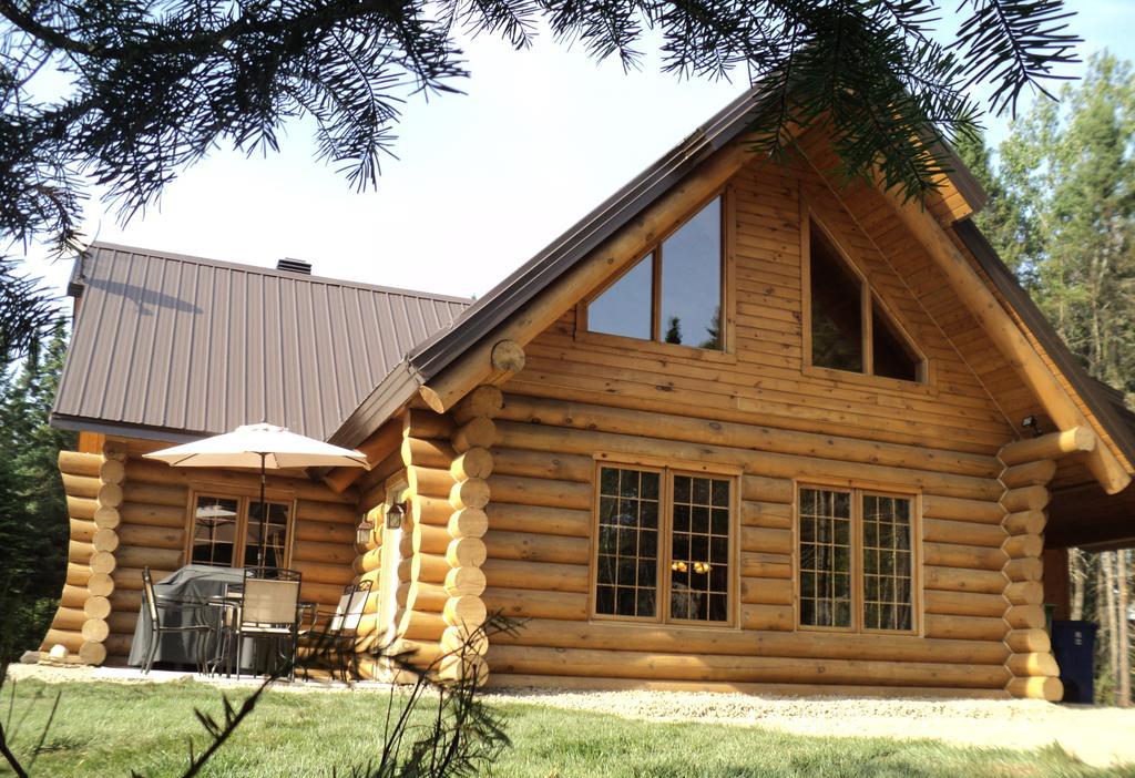 constructie cabana din lemn