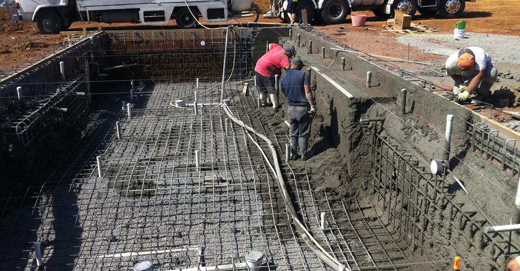 constructie piscina din beton turnat
