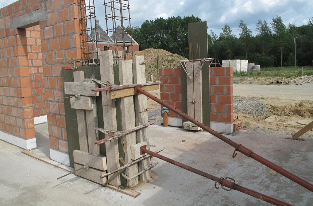 stalpi din beton pentru zidarie