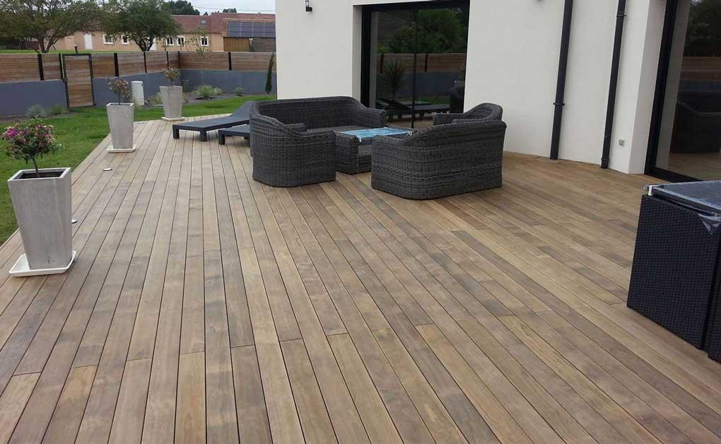 terasa din lemn in aer liber