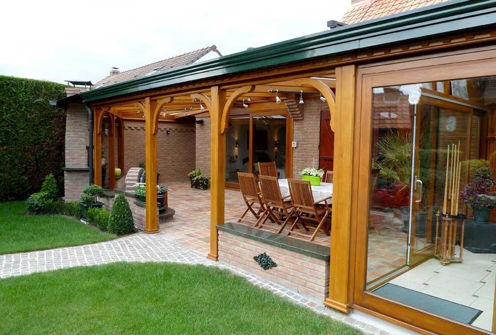 terasa tip veranda cu structura din lemn