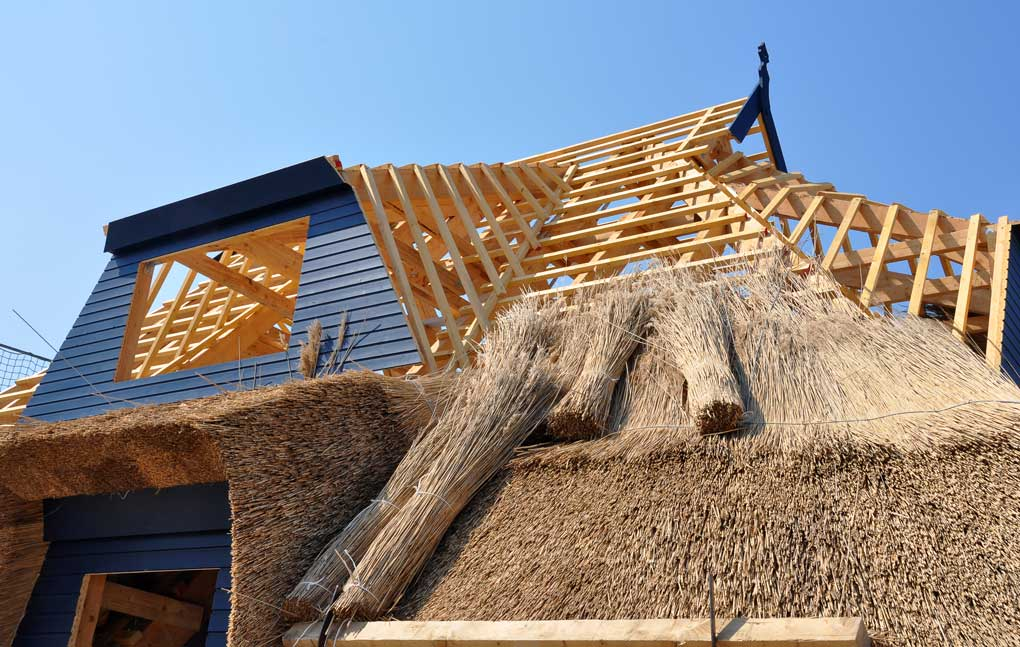 constructie Acoperis casa din stuf